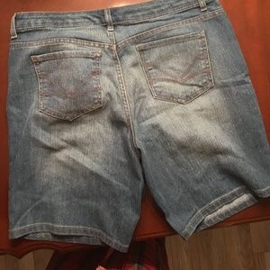 NINE WEST SHORTS SIZE 12P